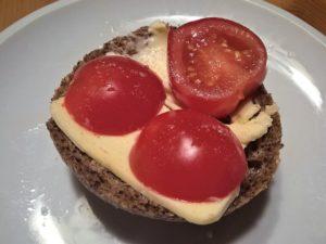 chleba s máslem a rajčaty
