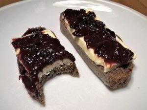 chleba s máslema povidly bez cukru